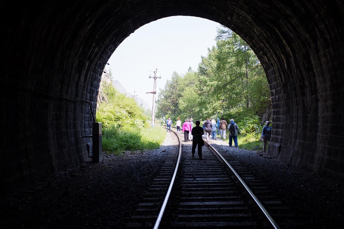 Кругобайкальская железная дорога (Прибайкальский национальный парк).